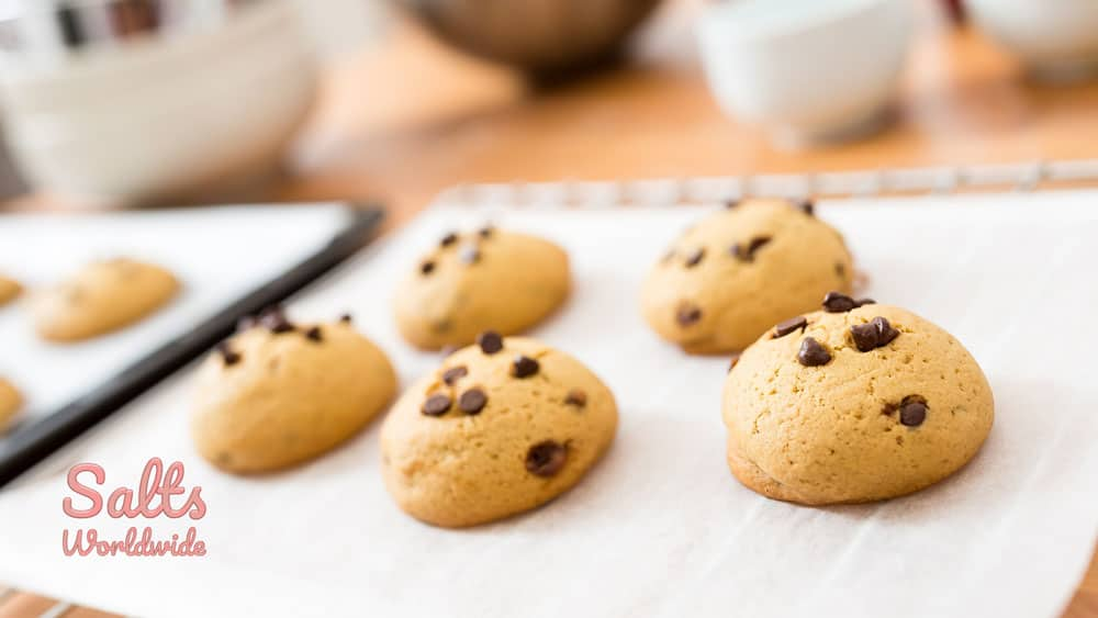 best chocolate chip cookies cooling